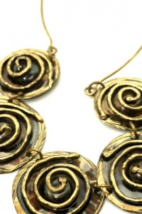 Gold swirled necklace